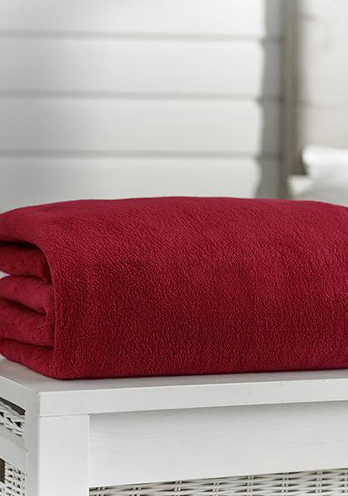 Deyong's Snuggle Touch Deluxe Throw, Oxblood