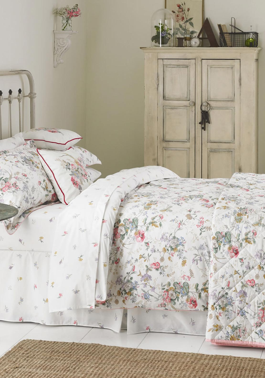 V&A Guinevere Floral Fitted Sheet, White