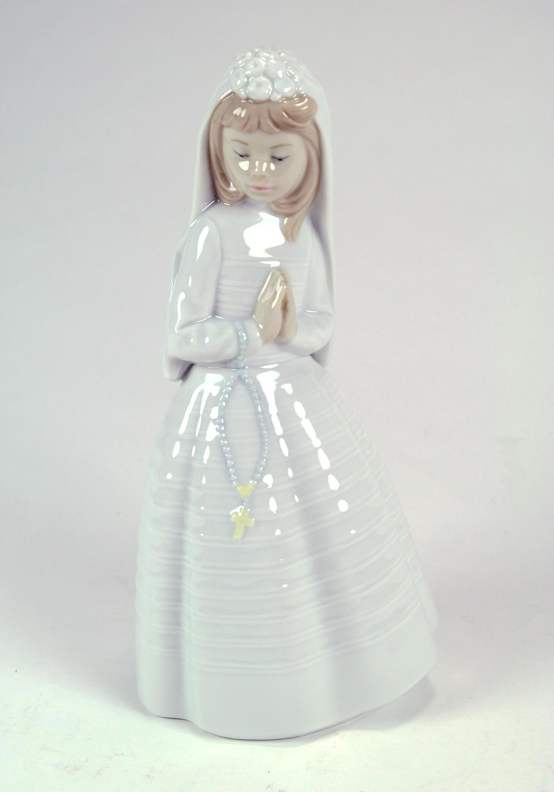 Nao by Lladro Girl Praying Holy Communion Ornament, Large